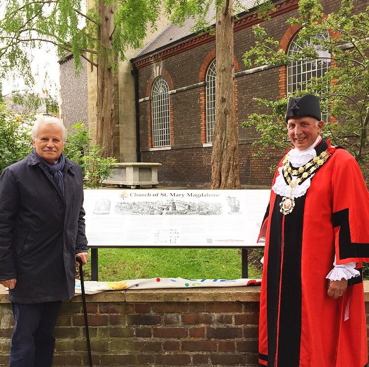 Photo of Richmond Society Chairman and Mayor Geoff Acton at the unveiling