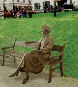 Proposed statue on bench on Richmond Riverside (from consultation).