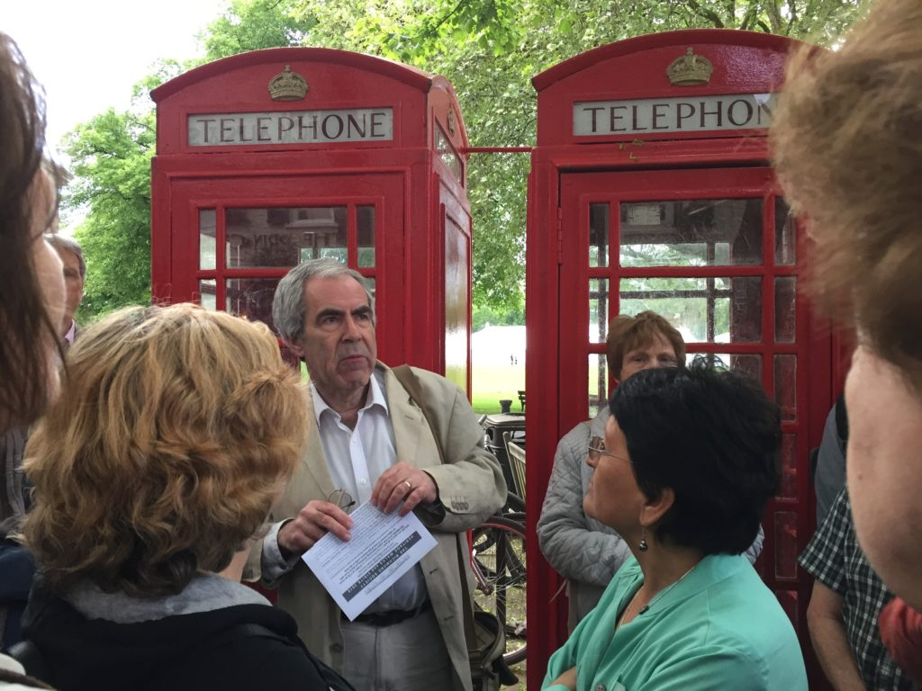 Paul Velluet at the K6 phone boxes on The Green, Richmond, leading the walk around the Byways of Richmond