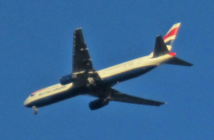 Picture of British Airways over Richmond on approach path to Heathrow