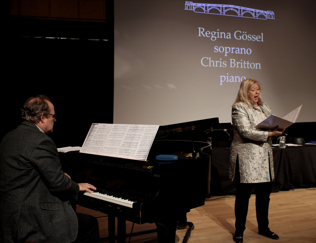 Regina Gössel singing with Chris Britton on the piano